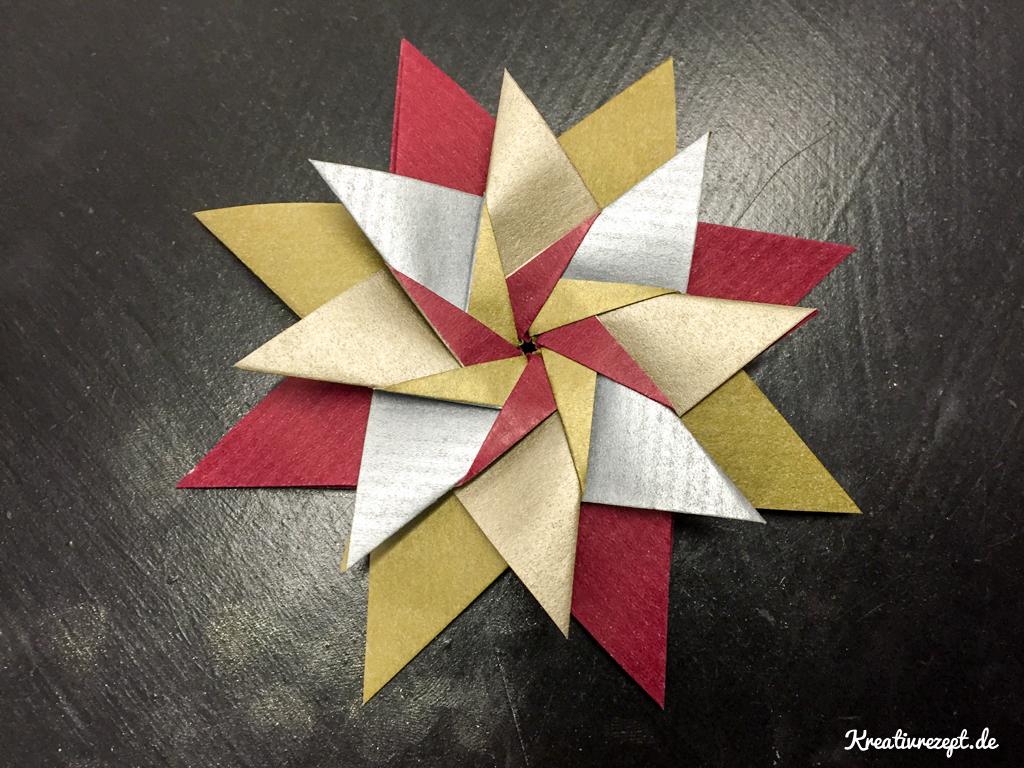 fertiger Origami-Stern