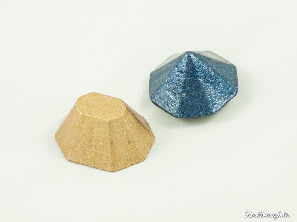 Betonobjekte in Diamantform