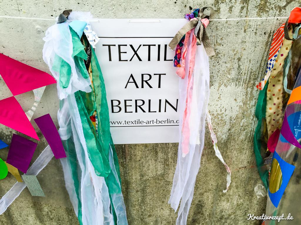 Farbenfrohe Deko auf der Textile Art Berlin