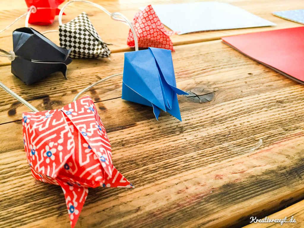 Fertige Origami-Lichterkette als Vorlage