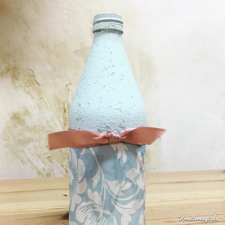 Mit Kreidefarbe bemalte Flasche